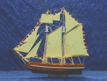 καράβι στολισμένο με φώτα